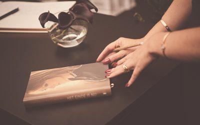 Na de zelfmoord van een geliefde, is een boek over rouwverwerking soms je beste vriend.